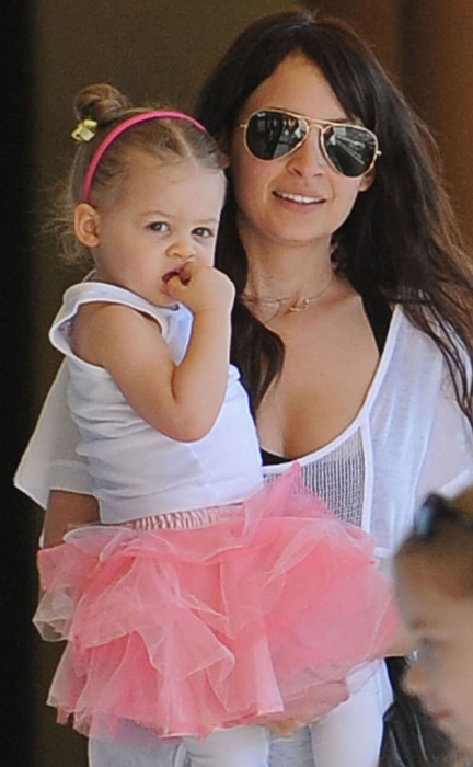 http://www.hollywoodlife.com/wp-content/uploads/2010/07/070910_cutestbabies_harlowmadden.jpg