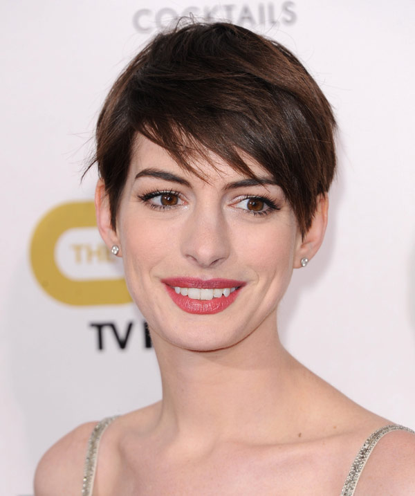 Anne Hathaway S Haircut In Les Miserables Hacked Off For Dramatic Scene Hollywood Life