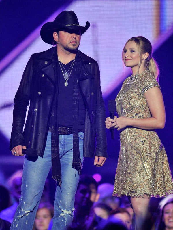 Jason Aldean Kristen Bell CMT Awards