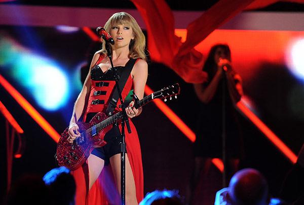 Taylor Swift Cmt Awards 2013