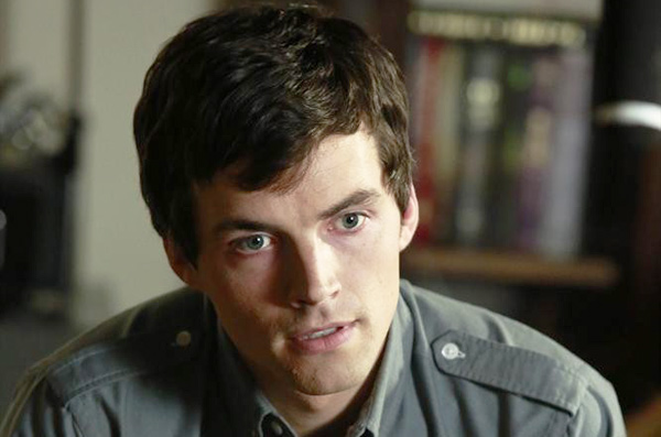 Ezra Is A Pretty Little Liars