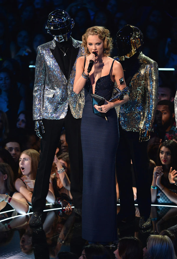 Watch Taylor Swift S Vma Speech Calls Out Harry Styles For Trouble Win Hollywood Life