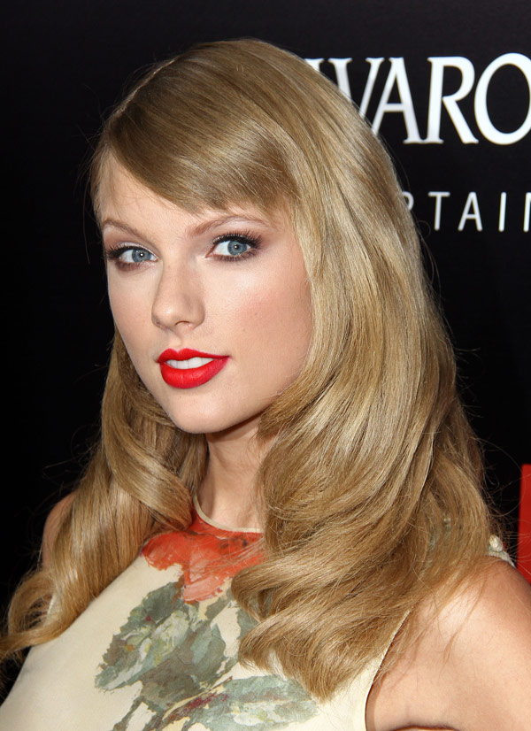Taylor Swift S Hair At Romeo Juliet Get Her Gorgeous Soft Locks Hollywood Life