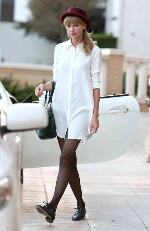 Taylor Swift S Tights Get Her Dot Tights For 8 Hollywood Life