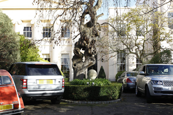 Taylor Swift House Hunting In London Trying To Get Closer To Harry Styles Hollywood Life