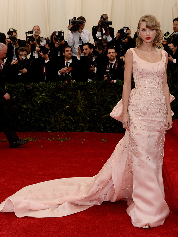 Photos Taylor Swift S Met Gala Dress Oscar De La Renta Hollywood Life