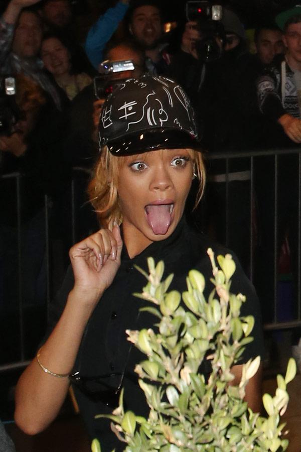 Rihanna Responds TLC Diss