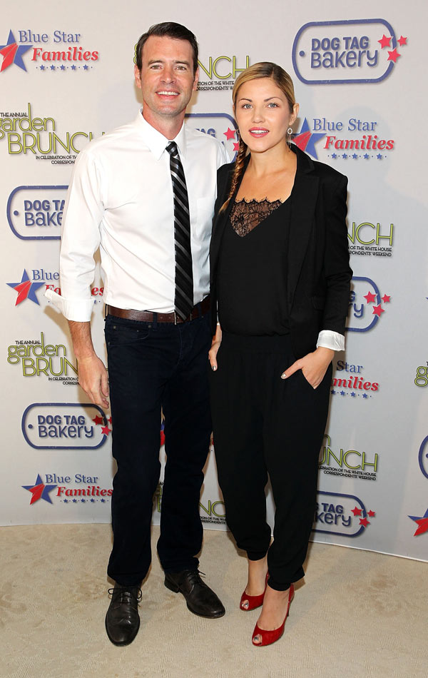 Scott Foley Wife Pregnant