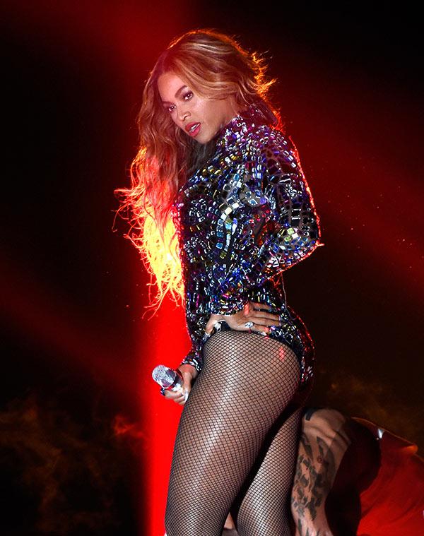 Kim Kardashian Beyonce Performance