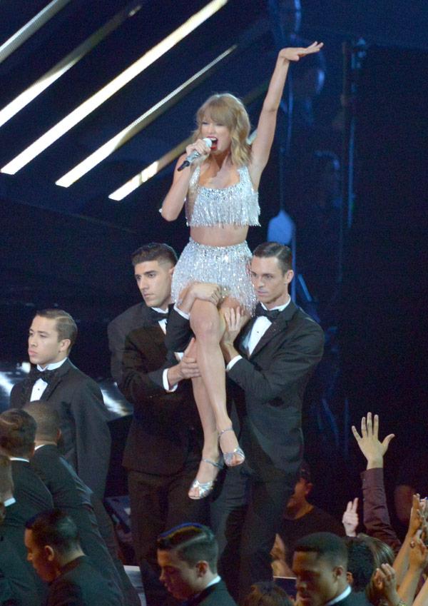 Taylor Swift's VMAs Performance