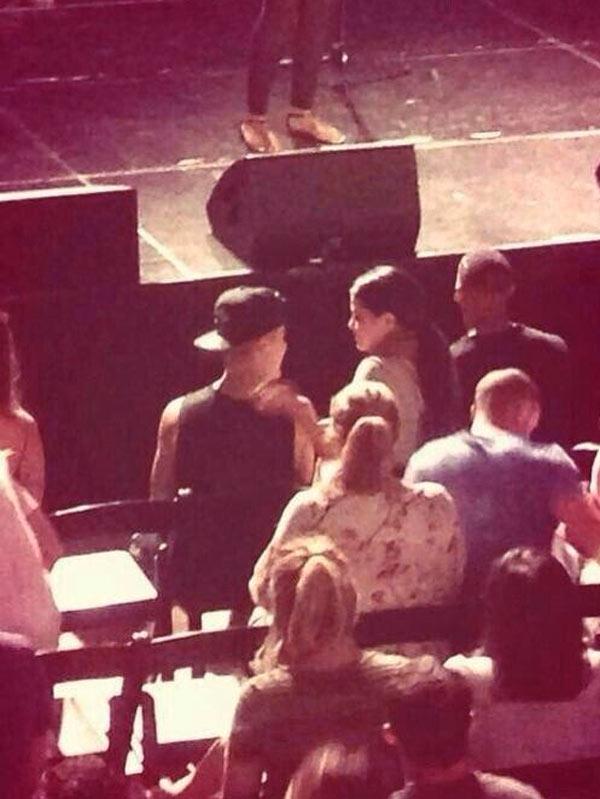 Justin Beiber Selena Gomez Church