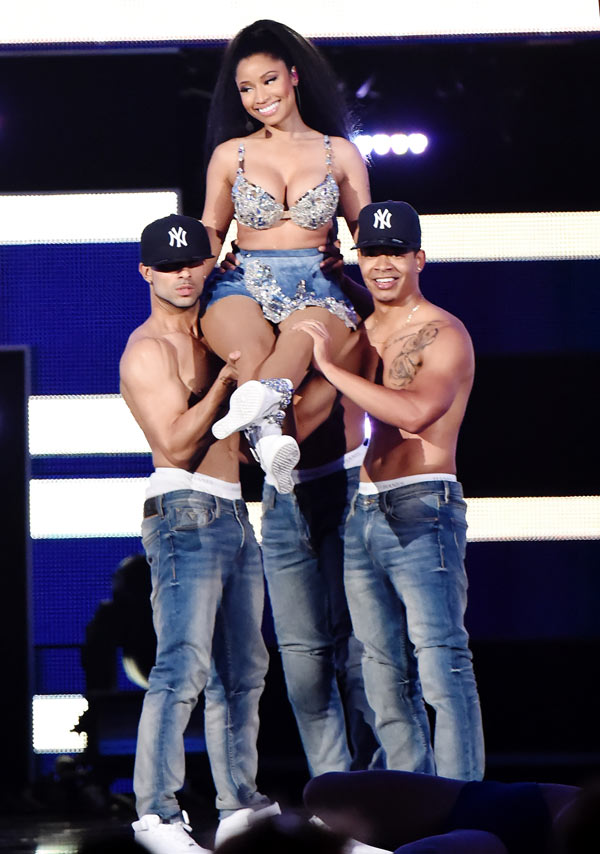 Jennifer Lopez Disses Nicki Minaj