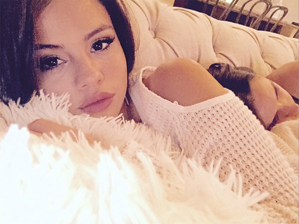 Selena Gomez, Selena Gomez lying on bed transparent
