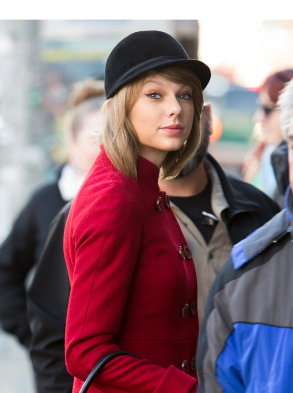 Taylor Swift S Hat In Nyc Hides Hair Under Chic Hat While Shopping Hollywood Life