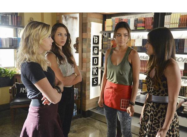 Pretty Little Liars Mike Helping Alison