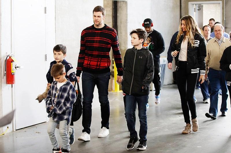 Tom Brady Gisele Bundchen S Family Photos With Kids Pics Hollywood Life