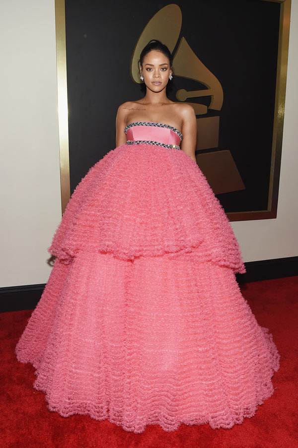Pics Rihanna S Grammy S Dress Rocks Poofy Pink Ball Gown Hollywood Life