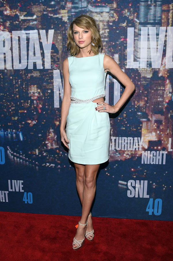 Pics Taylor Swift S Snl 40 Dress Stuns In Baby Blue Hollywood Life