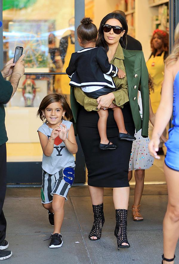 Kim Kardashian Supports Kourtney