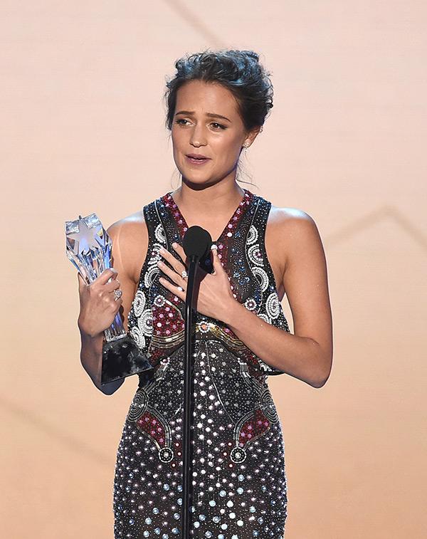 Alicia Vikander Wins Critics Choice Award