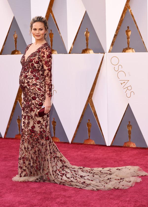 Chrissy Teigen Baby Bump Oscar Dress