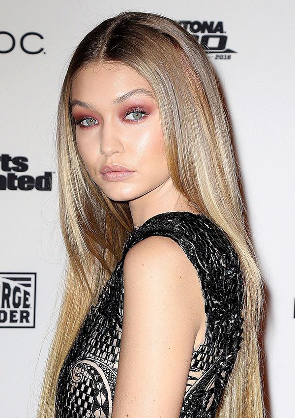 Gigi Hadid S Beauty Look At Sports Illustrated Copy Her Burgundy Smokey Eye Hollywood Life