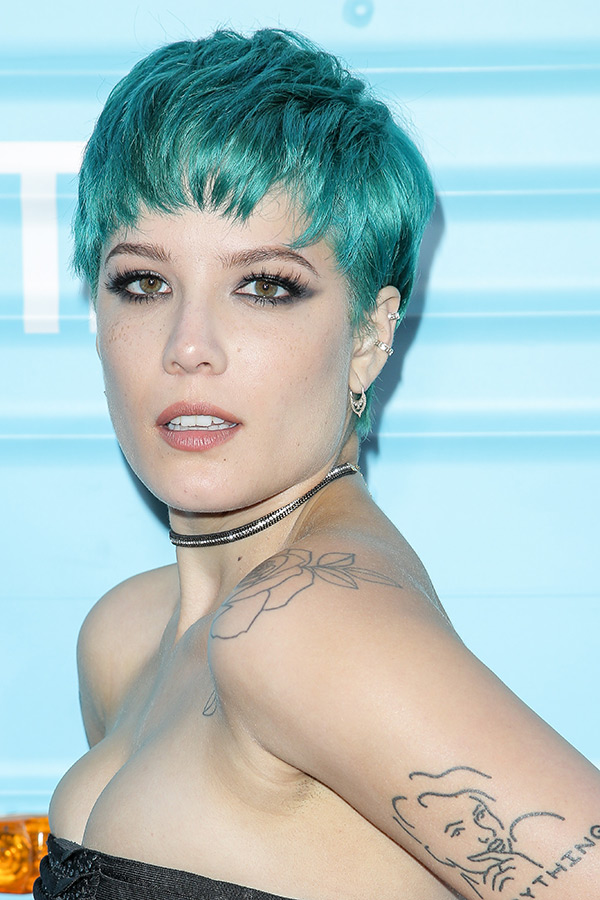 Halsey S Blue Pixie See The Singer S Latest Hair Makeover Hollywood Life