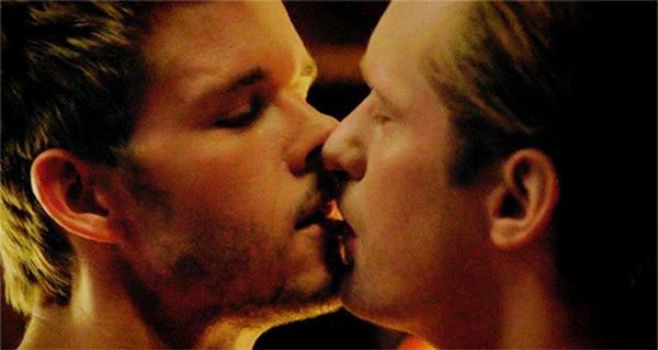 Alexander Skarsgard Kissing Ryan Kwanten