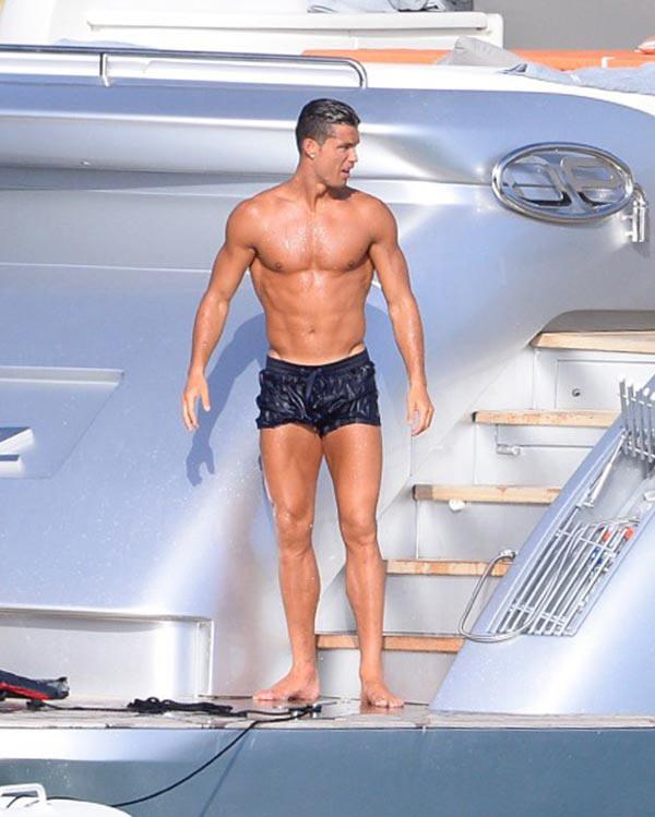 Cristiano Ronaldo Showers