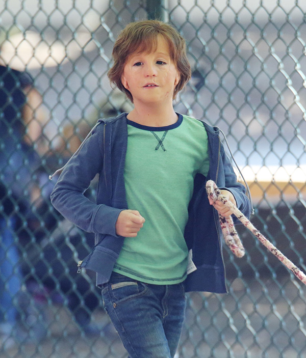 Pics Jacob Tremblay On Wonder Set See The Actor As A Boy With Deformities Hollywood Life