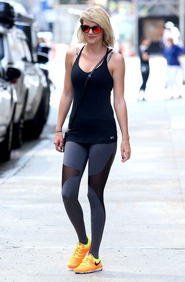 Taylor Swift S Nyc Pic Will She Make Surprise Appearance At Vmas Rumors Swirl Hollywood Life