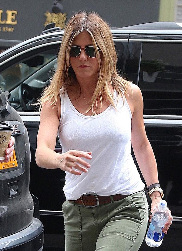 Jennifer Aniston Leaves LA