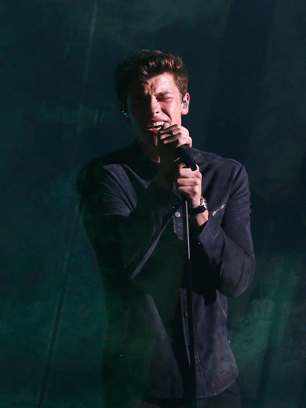 Shawn Mendes Date AMAs