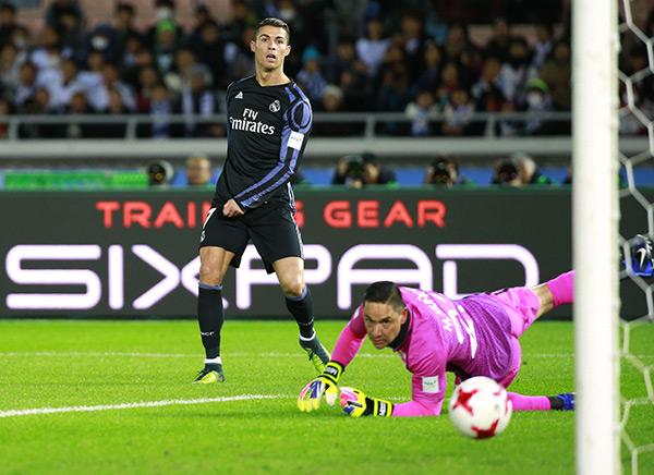 Cristiano Ronaldo Scores 500th Goal