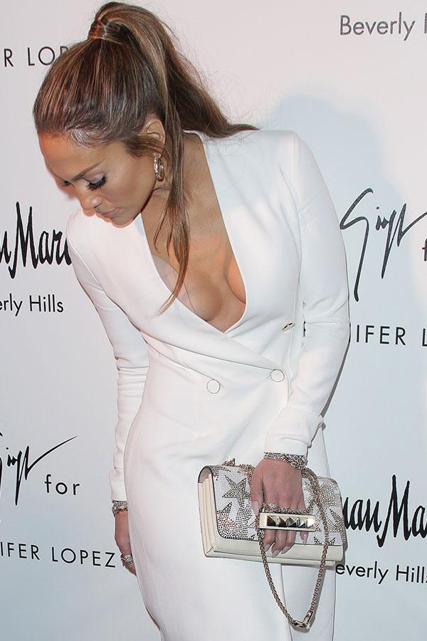 Jennifer Lopez Suffers Wardrobe Malfunction — Flashes
