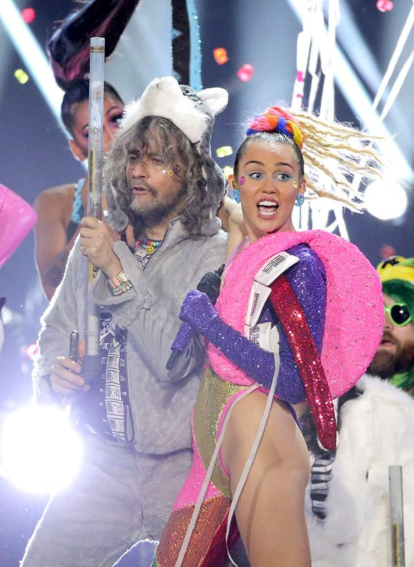 Miley Cyrus Peeing Selfies
