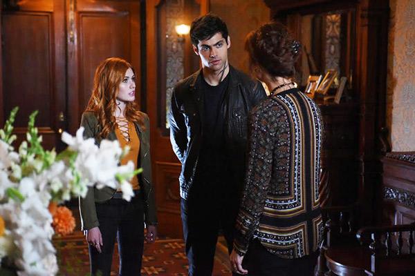 Shadowhunters Clary Tries Reviving Jocelyn