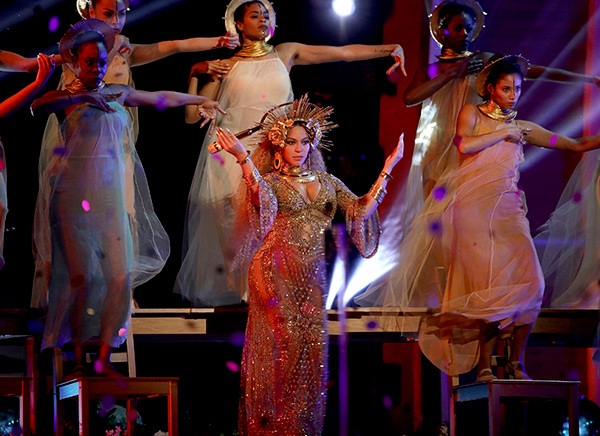 Beyonce's Performance At 2017 Grammys — PICS – Hollywood Life