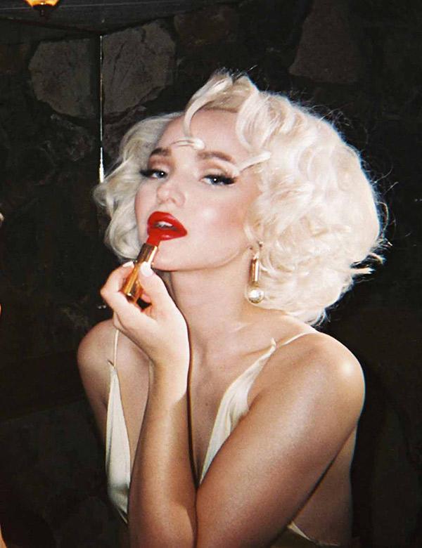 Dove Cameron Looks Like Marilyn Monroe
