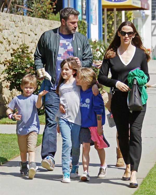 [PHOTOS] Jennifer Garner, Ben Affleck & Kids Go Out In LA ...