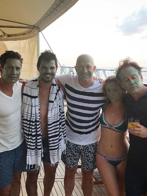 Taylor Lautner Billie Lourd Make Out