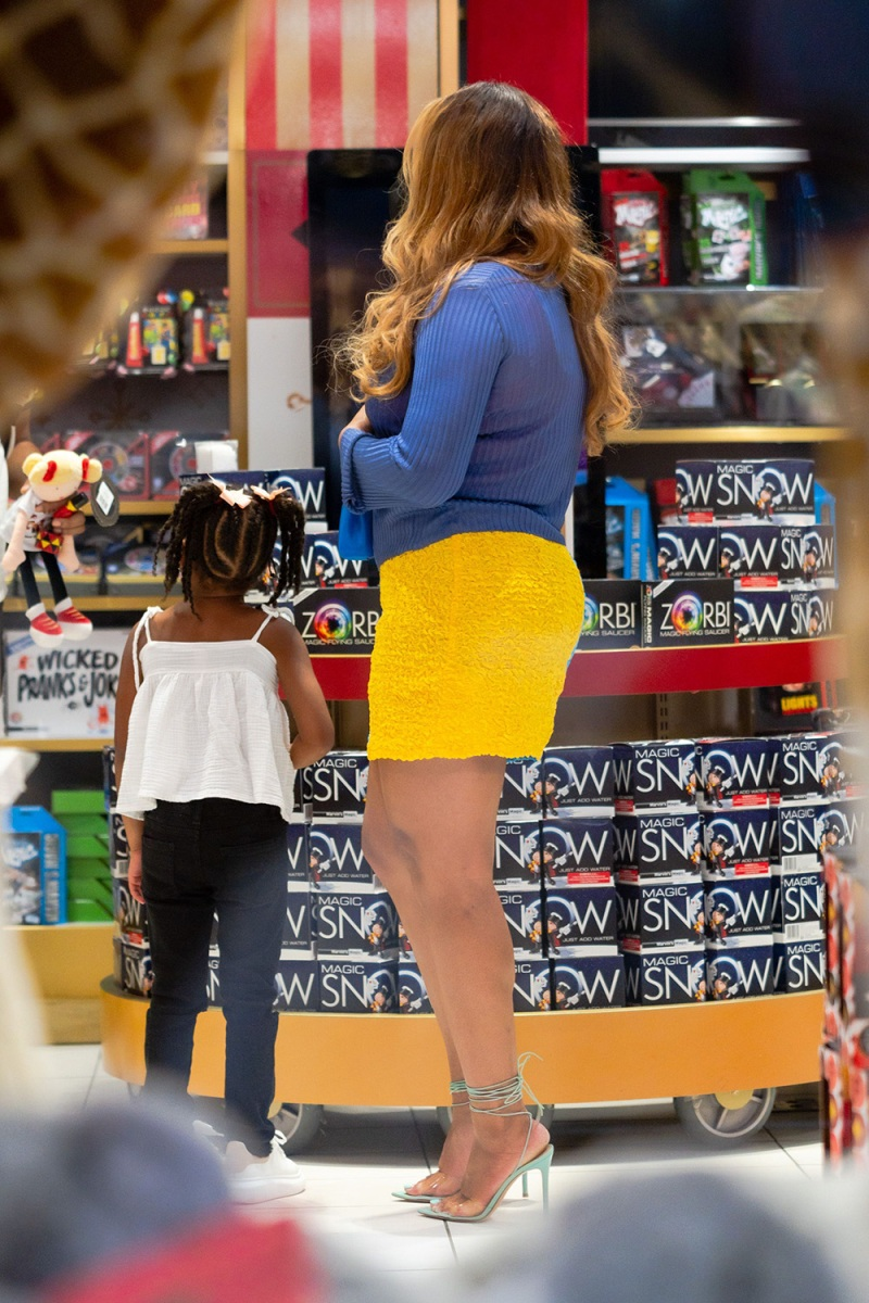 Beyonce Shopping With Daughter Rumi