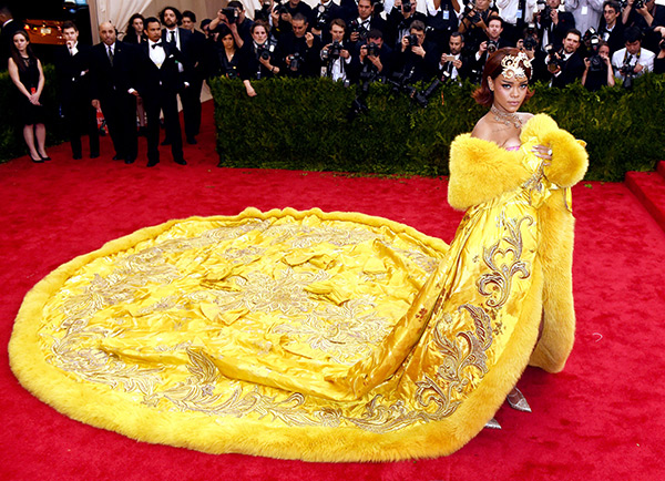 Rihanna In Yellow Dress At 2015 Met Gala