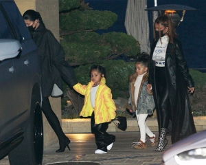 Malibu, CA - Kylie Jenner and daughter Stormi enjoy dinner date with Yris Palmer & daughter at Nobu in MalibuPictured: Kylie Jenner, Yris PalmerBACKGRID USA 26 APRIL 2021 BYLINE MUST READ: ShotbyNYP / BACKGRIDUSA: +1 310 798 9111 / usasales@backgrid.comUK: +44 208 344 2007 / uksales@backgrid.com*UK Clients - Pictures Containing ChildrenPlease Pixelate Face Prior To Publication*