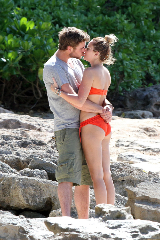 Celebrity Couples Showing PDA In Swimsuits: Photos – Hollywood Life