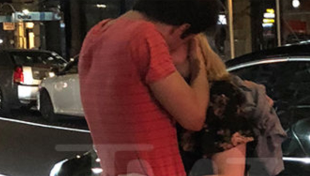 elisabeth moss mystery man kissing