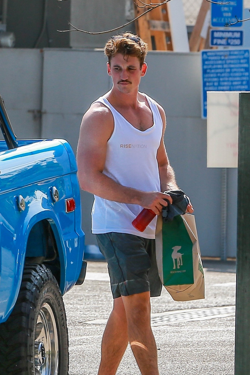 """Los Angeles, CA - *EXCLUSIVE* Miles Teller looking buff as he leaves the gym in LA. The actor is currently filming the movie """"Top Gun: Maverick"""".Pictured: Miles TellerBACKGRID USA 28 SEPTEMBER 2018 USA: +1 310 798 9111 / usasales@backgrid.comUK: +44 208 344 2007 / uksales@backgrid.com*UK Clients - Pictures Containing ChildrenPlease Pixelate Face Prior To Publication*"""