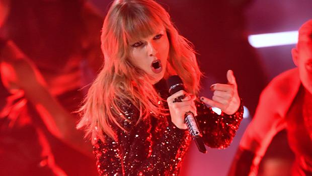 Taylor Swift Karyn At Amas 2018 Fans Freak Over Her Snake Hollywood Life