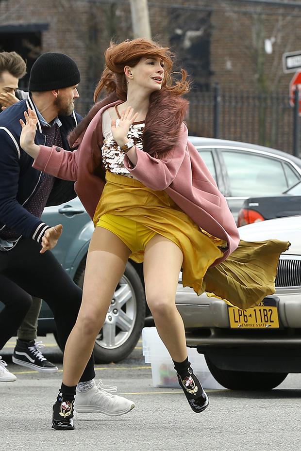 Anne Hathaway Skirt Flies Up