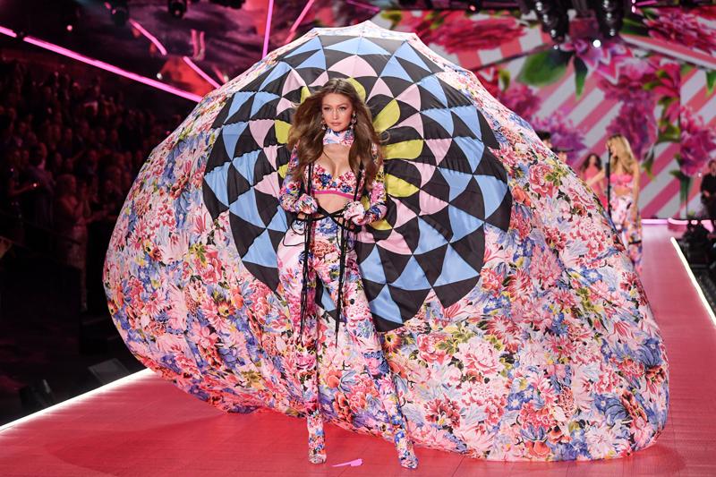 Gigi Hadid VS Fashion Show